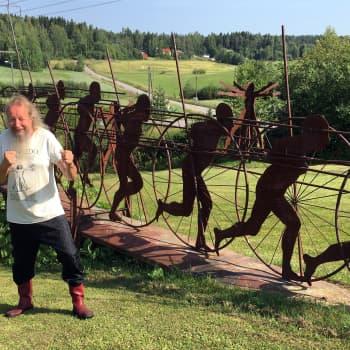 Taidemaalari Risto Vilhunen pitää häiriköintiä merkittävimpänä saavutuksenaan: Teokseni kuuluvat ongelmajäteasemalle