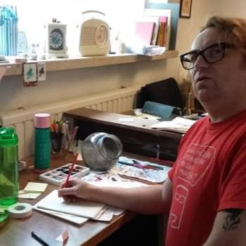 YLE Helsinki: Minkälainen mies keksii Fingerporin? - Haastattelussa sarjakuvataiteilija Pertti Jarla