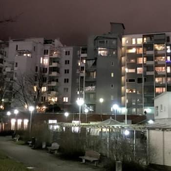 YLE Helsinki: Jouluvalojen sekamelskasesonki - valoammattilainen kehottaa miettimään kuinka valosi sijoittelet