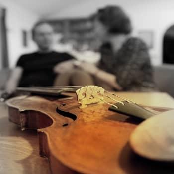 YLE Helsinki: Sibeliuksen viulu soi nyt säveltäjän tyttärentyttärentyttären käsissä