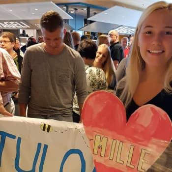 YLE Helsinki: 17-vuotias Ella palasi vaihto-oppilasvuoden jälkeen suoraan yllätysjuhliin