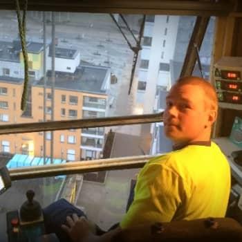 YLE Helsinki: Nosturinkuljettaja kiipeää torniinsa jopa neljä kertaa päivässä