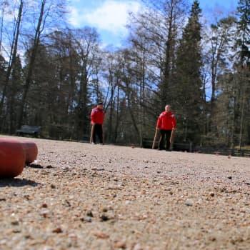 YLE Helsinki: Seurasaaressa on pitkät kyykkäperinteet – kenttä syntyi Kekkosen avustama