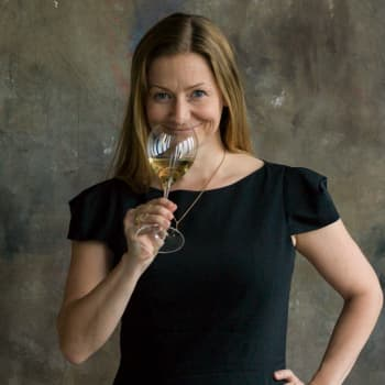 Samppanja on paljon muutakin kuin snobbailua tai pelkkä juhlajuoma, sanoo viiniasiantuntija Essi Avellan