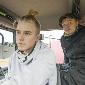 """Radio Suomi Kuopio: """"Mukavampi kuin jossain toimistossa"""" – nuoret eivät luovu oman maatilan unelmasta, vaikka tulevaisuuden kuva ei ole ruusuinen"""