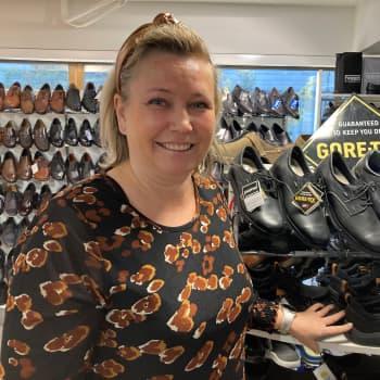 Säänkestävien kenkien tarjonta on laajaa - kumisaapas ei ole enää ainoa vettäpitävä vaihtoehto