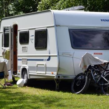 Messilä valmistautuu nuorten karavaanareiden kesään - ulkomaisten turistien puuttuminen ei hiljennä leirintäalueita