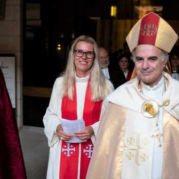 Maria Leppäkari vihittiin ensimmäisenä naisena luterilaisen seurakunnan papiksi Jerusalemissa.