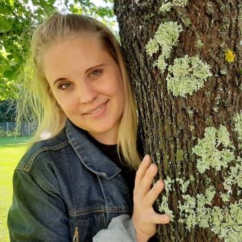 Studiovieraana Anne-Mari Ikola