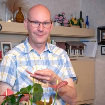 Huonekasveja hankkiessa ei kannata tuijottaa latvoja - Markon vinkit viherkasvien kukoistamiseen