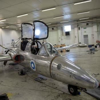 Lentosotakoulun perinneyhdistys entisöi kaksi Fouga Magisteria Kauhavalla