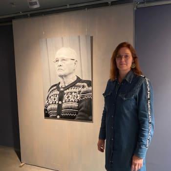"""Jaana Ahola valokuvasi Kuolajärven evakkoja ja heidän jälkeläisiään: """"Halusin tuoda heidän tarinansa näkyväksi kuvieni kautta."""""""