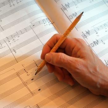 Aristoteleen kantapää: Ovatko nuotit musiikin kieli?