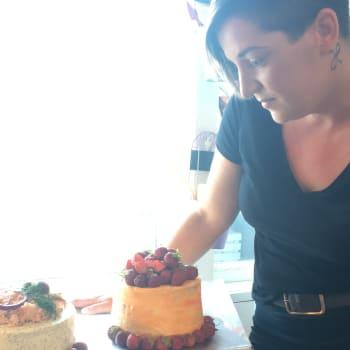 Sanna Räty perusti kakkutehtaan kotiinsa: Yrittäjyys ei kaduta yhtään