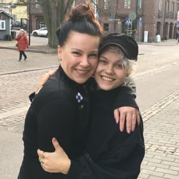 Jenni ja Iris on Suomen ykköspari latino show -tanssissa