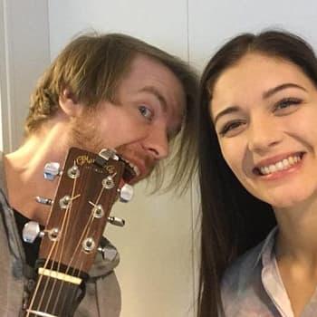 YLE Kymenlaakso: Huikeaääninen kotkalainen Ella Tepponen ihastuttaa X-factor -kisassa
