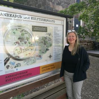 """""""Olen historia- ja kotiseutufriikki"""", kouvolalainen matkailuopas Tarja Peltola-Welin myöntää"""
