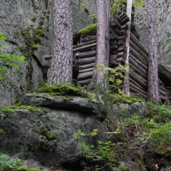 Metsäradio.: Käpykaartilaisten piilopaikkoja