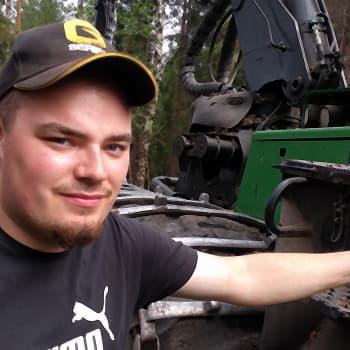 Nuori metsäkoneenkuljettaja Joni Pelttari