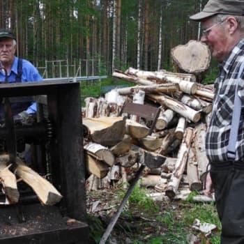 Metsäradio.: Vanha halkomakone