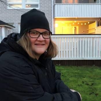 Teinit kyllästyivät vaihtamaan kotia viikottain - Sonja Viitakosken eroperheessä testataan nyt kaksiviikkoissysteemiä