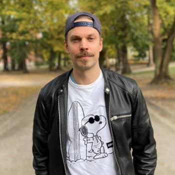 Turvamiehen rooli Rauhantekijä-sarjassa oli näyttelijä Mikko Nousiaiselle unelmatyö, vaikka lenkkeily puku päällä hirvitti