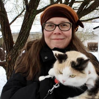 """Saamen kielen opettaja Aino Valovirta opiskeli kielen vasta aikuisena – """"Olen kauhean iloinen kun pääsen puhumaan saamea"""""""