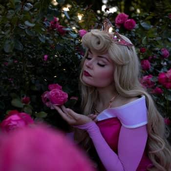 """Olipa kerran tyttö, josta tuli prinsessa: """"Sain Kaunottarelta voimaa lähteä seuraamaan omaa unelmaani"""""""