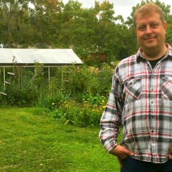 Ville Lähteen puutarhassa komposti on kaiken keskipiste