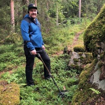 """Facebook-vinkki johti harvinaisten muinaisesineiden jäljille - """"Metsälöydöissä on aina erityinen tunnelma"""""""