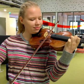 16-vuotias Iidamari Ahonen soittaa yli 170-vuotiasta arvoviulua