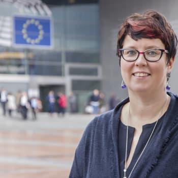 Eurohpa parlameantta lahttut gáibidit buot EU-riikkaid dohkkehit