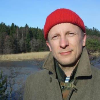 """Politiikkaradio: Metsäaktivisti Olli Manninen: """"Metsäpolitiikka on hölmöläisten peiton jatkamista"""""""