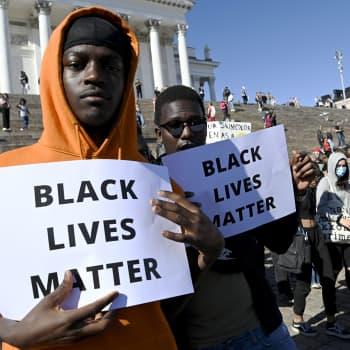 Mitkä poliittiset rakenteet ylläpitävät rasismia?