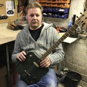 Timo Paasikiven verstaassa Alvettulassa syntyy kitaroita laatikoista