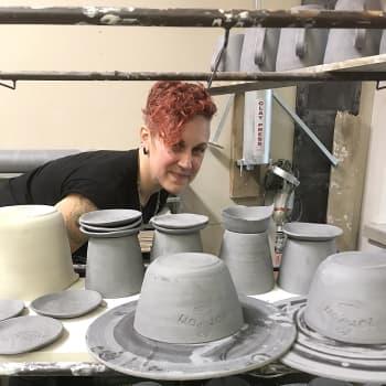 Oman käden ja mielen yhteistyö kiehtoo keraamikko Karoliina Viskaria