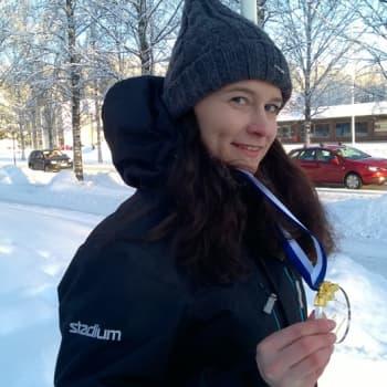 """Radio Suomi Hämeenlinna: """"Olen rengasvarma pelaaja"""", sanoo ringeten maailmanmestari Mira Sydänmaa"""