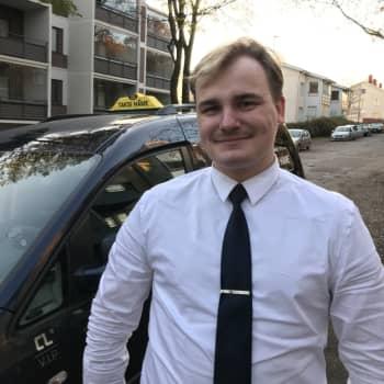 Invataksinkuljettaja Ville Aaltonen: Asiakas hätääntyi kun takana ajava autoilija ärsyyntyi