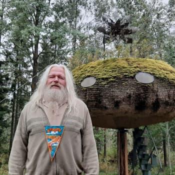 Tekojärven ranta-asukas nauttii rauhasta ja rakentaa ufoja