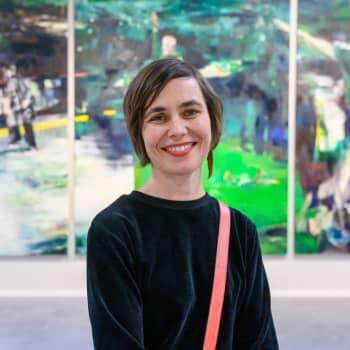 Millaisena aiheena urheilu näyttäytyy taidemaalarille? Alina Sinivaara maalaa jääkiekosta ja jalkapallosta