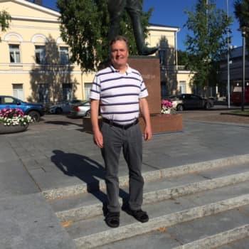 Arto Kivekäs lopettaa perintekkään harmonikkakoulunsa
