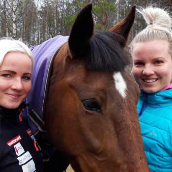 Seitsenottelijat Jutta ja Hertta Heikkinen saavat voimaa hevosesta