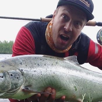 Luonto-Suomi.: Lohi iski perhoon