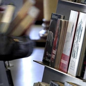 Teemaillat: Mistä kirjailijat kirjoittavat - mitä suomalaiset lukijat haluavat lukea?
