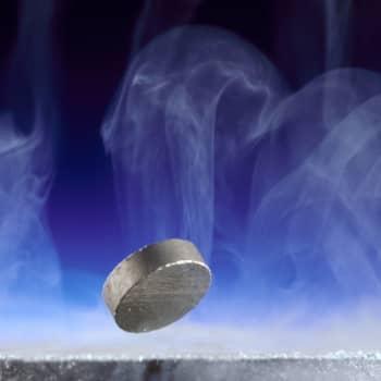 Fysiikan läpimurrot - suprajohtavaa grafeenia ja kaikuja maailmankaikkeuden pimeältä kaudelta