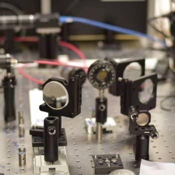 Bosen-Einsteinin kondensaatti ja kvanttilomittuminen - tutkimusta fysiikan huipulta