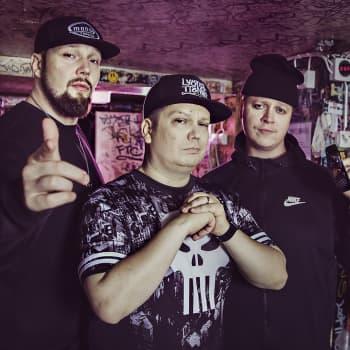 Paleface vieraana! Nas osoittaa kunnioitusta rap-pioneeri Arman Alizadille, ja naapurin Toni anto meille tukanleikkurin!