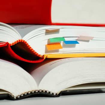 Kirjakerho: Miten saadaan nuoret kiinnostumaan lukemisesta?