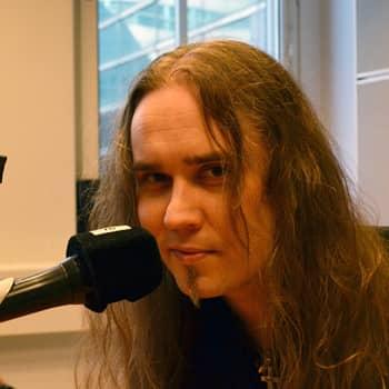 Puheen Iltapäivä: Musiikin monitoimimies Jarkko Ahola kasvatti pitkän tukan heti yläasteella