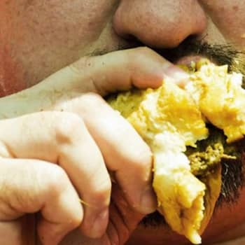 Puheen Iltapäivä: Ruokariippuvuus on salasyömistä, ahmintaa ja itseinhoa